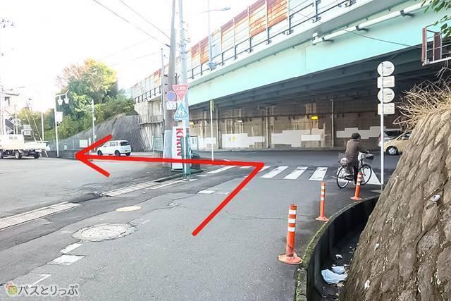 埼玉県道15号川越日高線へ出てくるので、こちらを左折