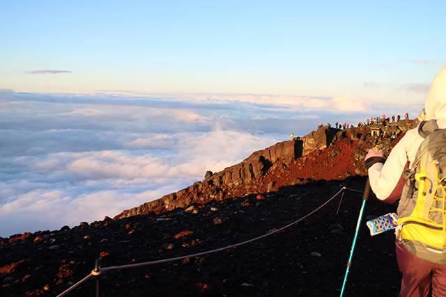 噴火口への登山道