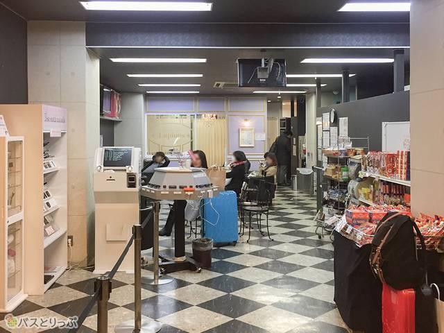 大阪VIPラウンジ休憩スペース.jpg