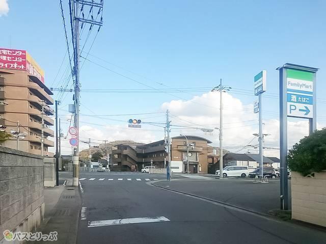 右手に「ファミリーマート 和歌山秋月店」