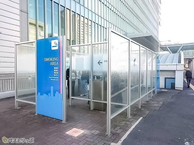 横浜市営地下鉄ブルーラインの4番出口の裏手