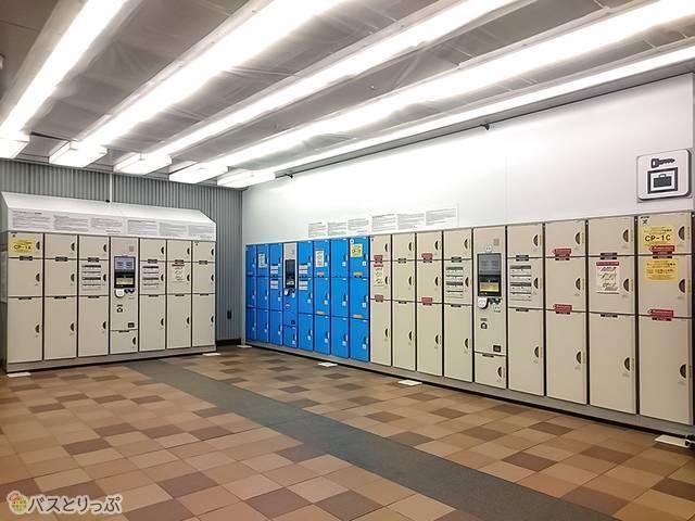 「キュービックプラザ新横浜」の1階コインロッカー