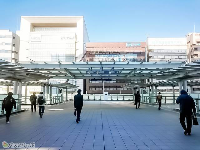 新横浜駅ペデストリアンデッキ