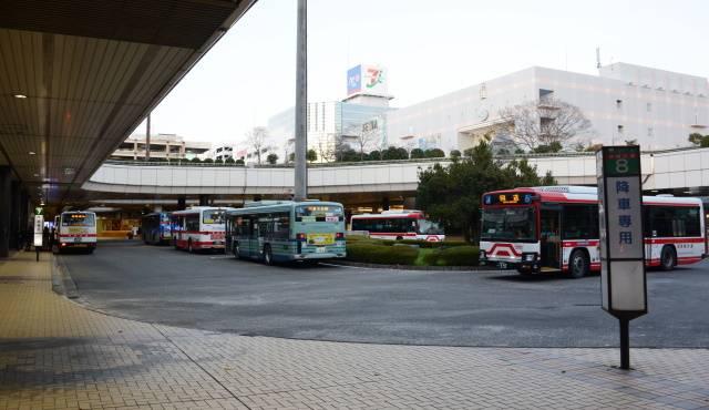 仙台市内は市営地下鉄の整備に伴い、地下鉄駅からのフィーダー路線が増えている。主要拠点のひとつである泉中央駅のバスターミナルで