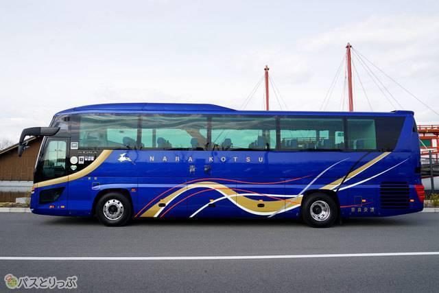 「昇龍」をイメージした青い車体