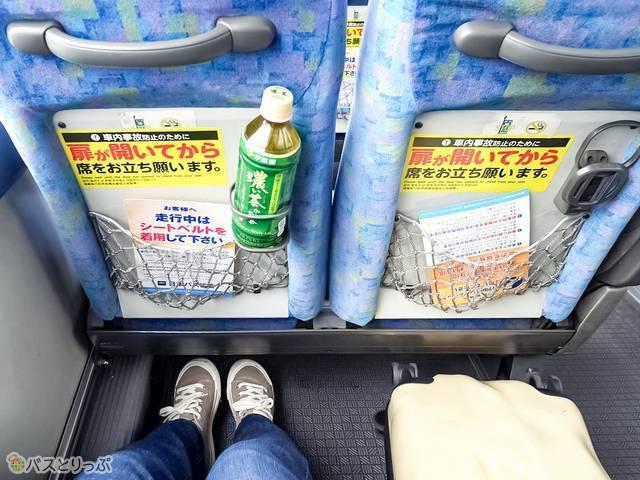 長さ55cmのSサイズスーツケースも余裕で横にできます