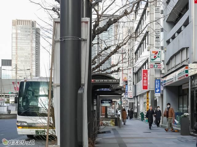 バス乗り場の前にはセブンイレブン