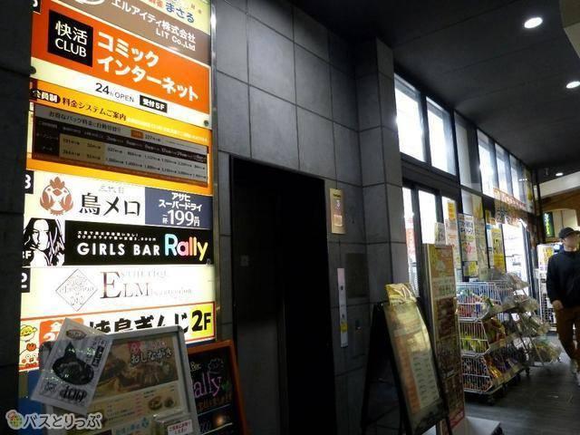 快活CLUB 四条大宮駅前店。ビル外のエレベーターから直接 4Fへ