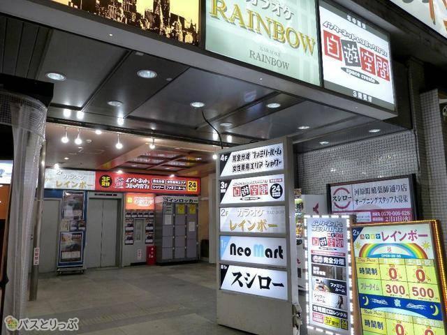 自遊空間 NEXT河原町店。入り口は奥のエレベーターで3Fへ
