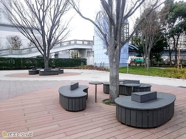 国際展示場駅周辺のベンチ