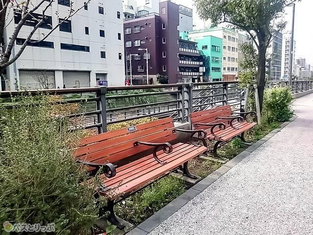 「ソラマチひろば」周辺のベンチ