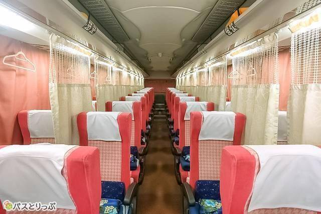 4列シートでもカーテンがあるバスも 例:VIPライナー「チェリッシュ 関東~関西線」