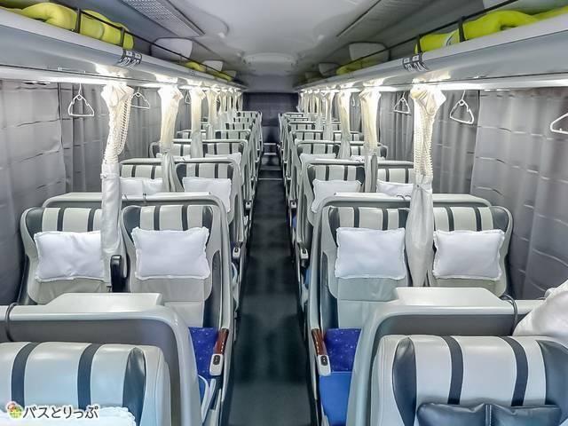 4列シートで窓際席のみカーテンつき 例:VIPライナー「5便(グランシア)」