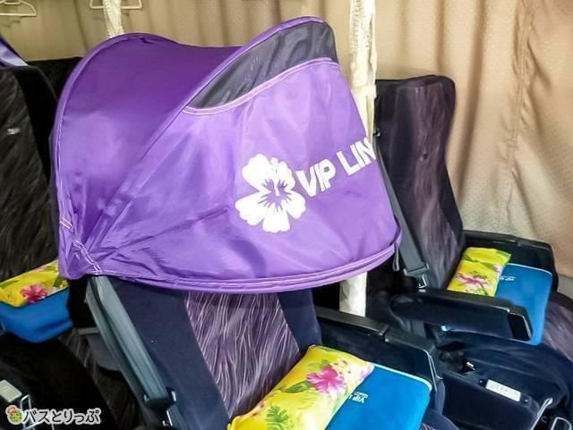 中央席にだけ、座席に寝顔隠しのシェードあり 例:VIPライナー「プルメリア」