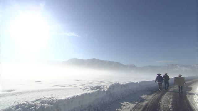 雪景色の中を行く一行.jpg