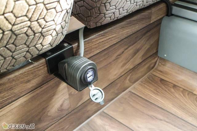 USBポート(座席によって設置場所は異なる)