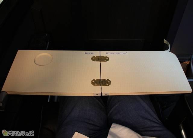 新車両 プレミアムシートのテーブル(画像追加:2020.07.27)