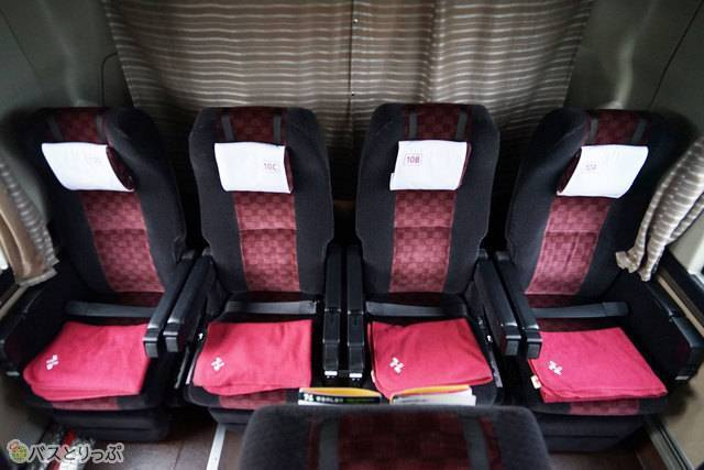 阪急バスの高速バスでは一部の車両の最後尾が4列シート