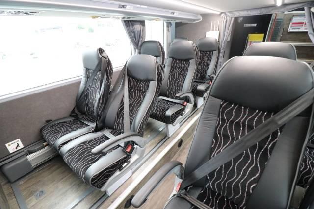 新型「スカニア製」2階建てバス4列シート