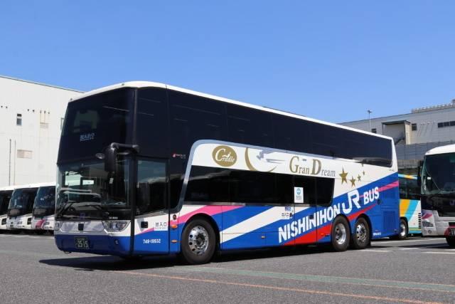 新型「スカニア製」2階建てバス 車両外観