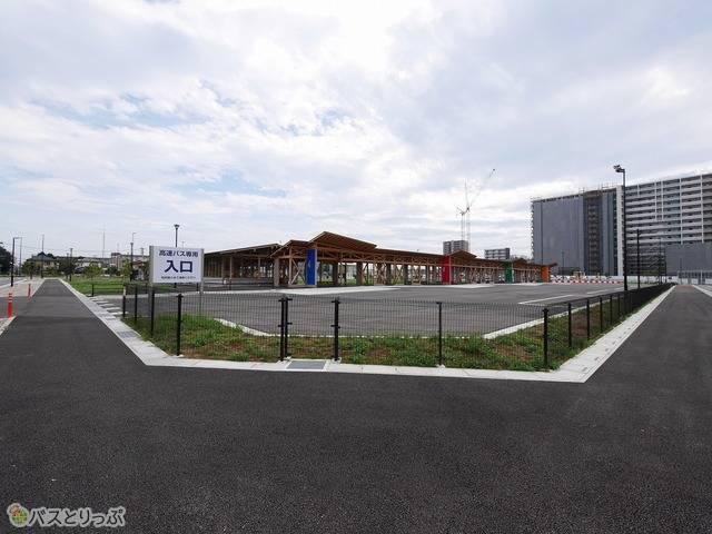 広々としたバスターミナル