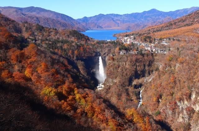 華厳の滝と中禅寺湖(イメージ)