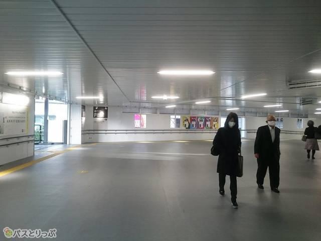 JR山手線中央改札口から渋谷マークシティ自由通路へのアクセス