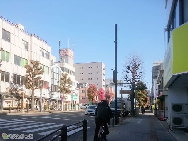 新前橋駅前交差点を渡ったら左折し、前橋高崎線を約210m進んでください