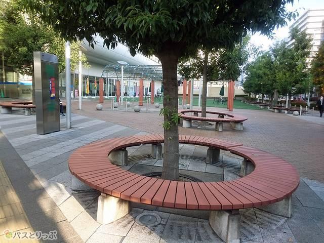バス停周辺のベンチ
