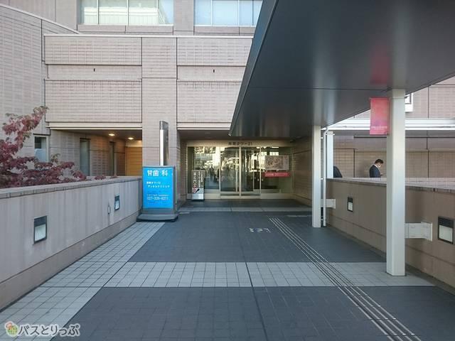 高崎タワーの2階入り口まで来たら右折