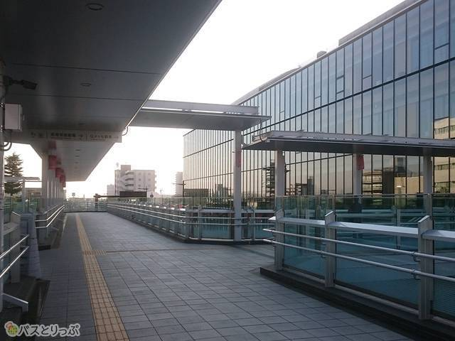 高崎芸術劇場方面に向かって右折