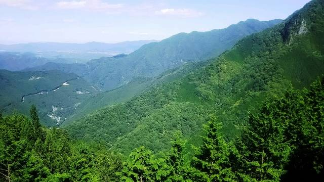 雲取山、白岩山、妙法嶽の3つの峰