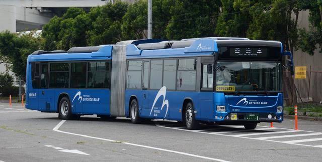 日野のハイブリッド連節バス