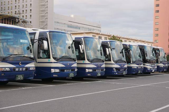 鯱バスの観光貸切車