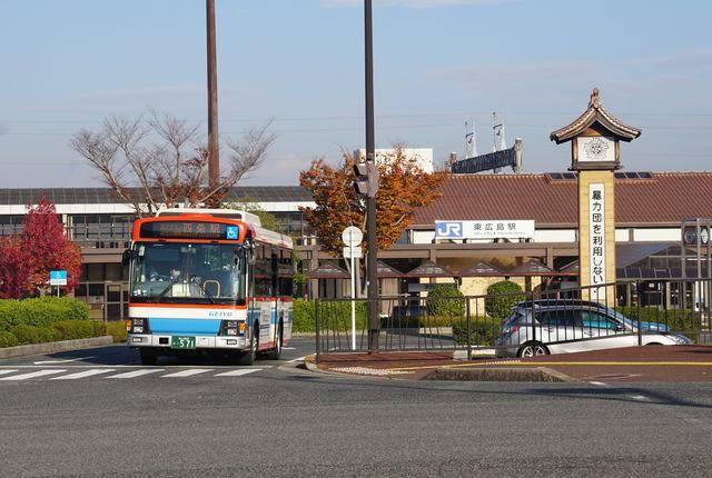 山陽新幹線専用駅の東広島駅を発車する芸陽バス