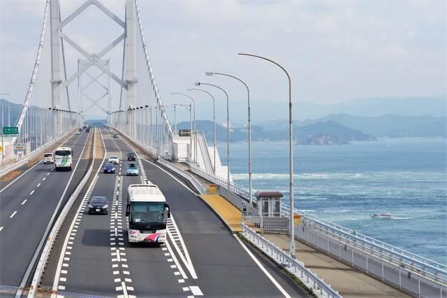 瀬戸大橋を運行