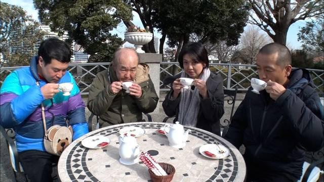 庭園でお茶.jpg