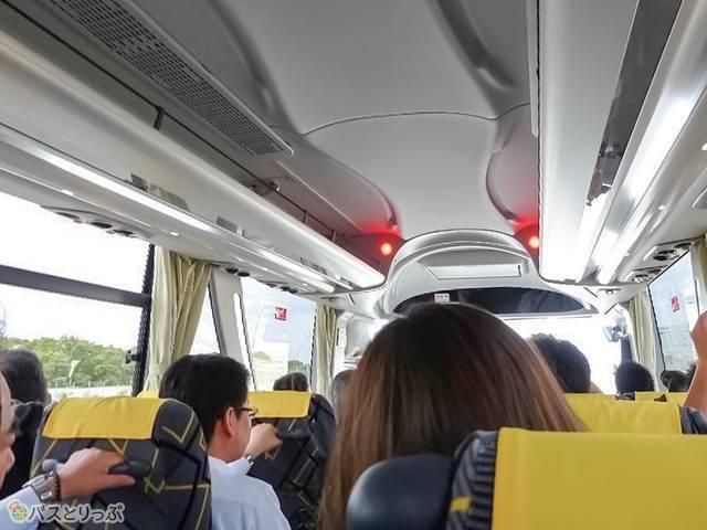 車内前方で赤いランプが点灯