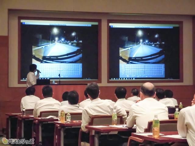 ドライブレコーダーの映像を用いた乗務員研修の様子(桜交通)