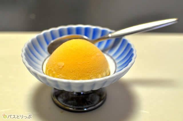 デザートのオレンジシャーベットまでついてます