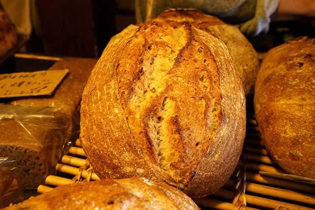ルヴァン・天然酵母と国産小麦粉につかった焼きたてパンが美味しい女性に人気のパン屋さん
