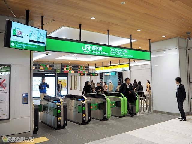 JR新宿駅のミライナタワー改札