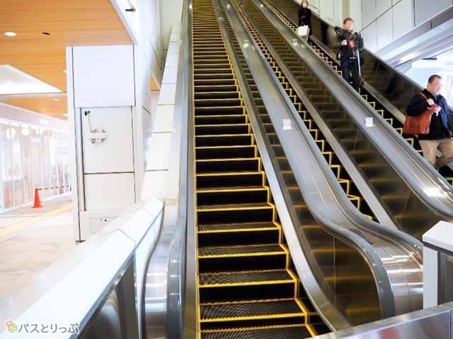 JR新宿駅新南改札と直結のエスカレーター