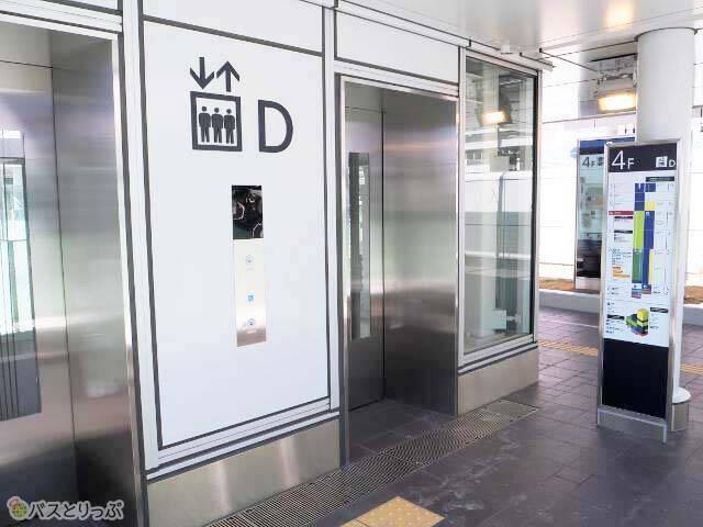 バスターミナルに直結するエレベーター