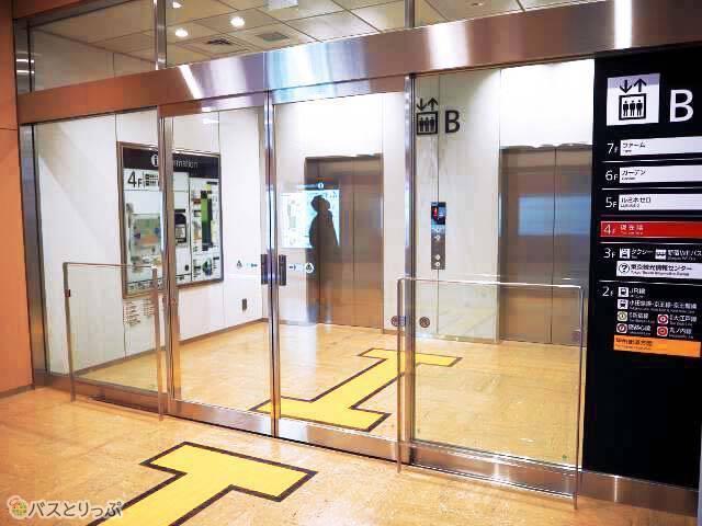 ミライナタワー側のエレベーター
